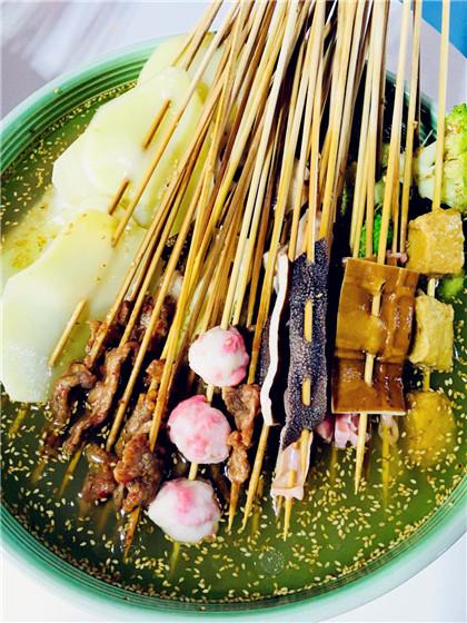 乐山名小吃钵钵鸡图片