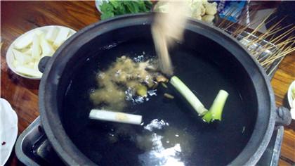 串串香兑锅必须熬高汤吗