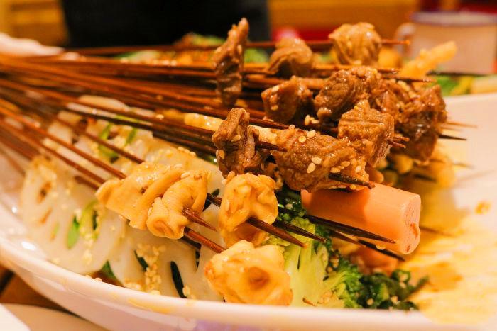 开心猫串串香是钵钵鸡吗
