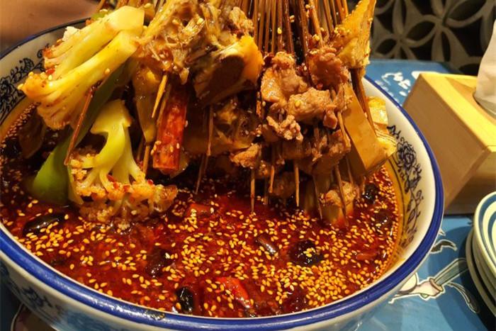 乐山钵钵鸡是冷的还是热的