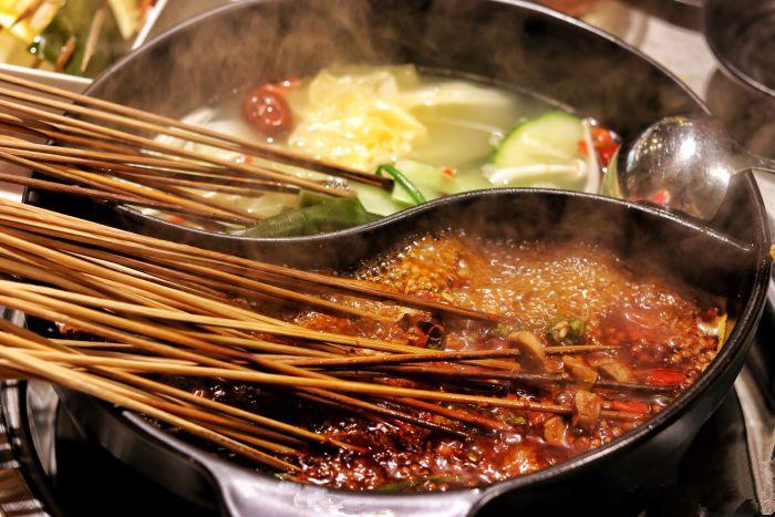 杭州开家串串香店哪里小吃街或夜市比较好