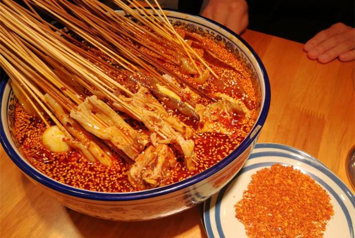袁小生乐山钵钵鸡源自望平街的美味体验
