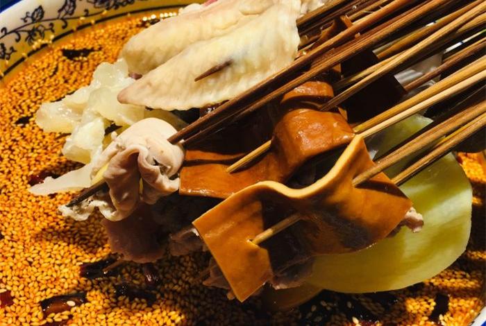 袁小生乐山钵钵鸡源自望平街的美味体验C.jpg