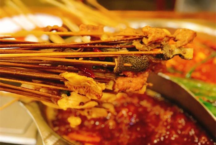 磨房北里川成串串串香火锅的美味相遇