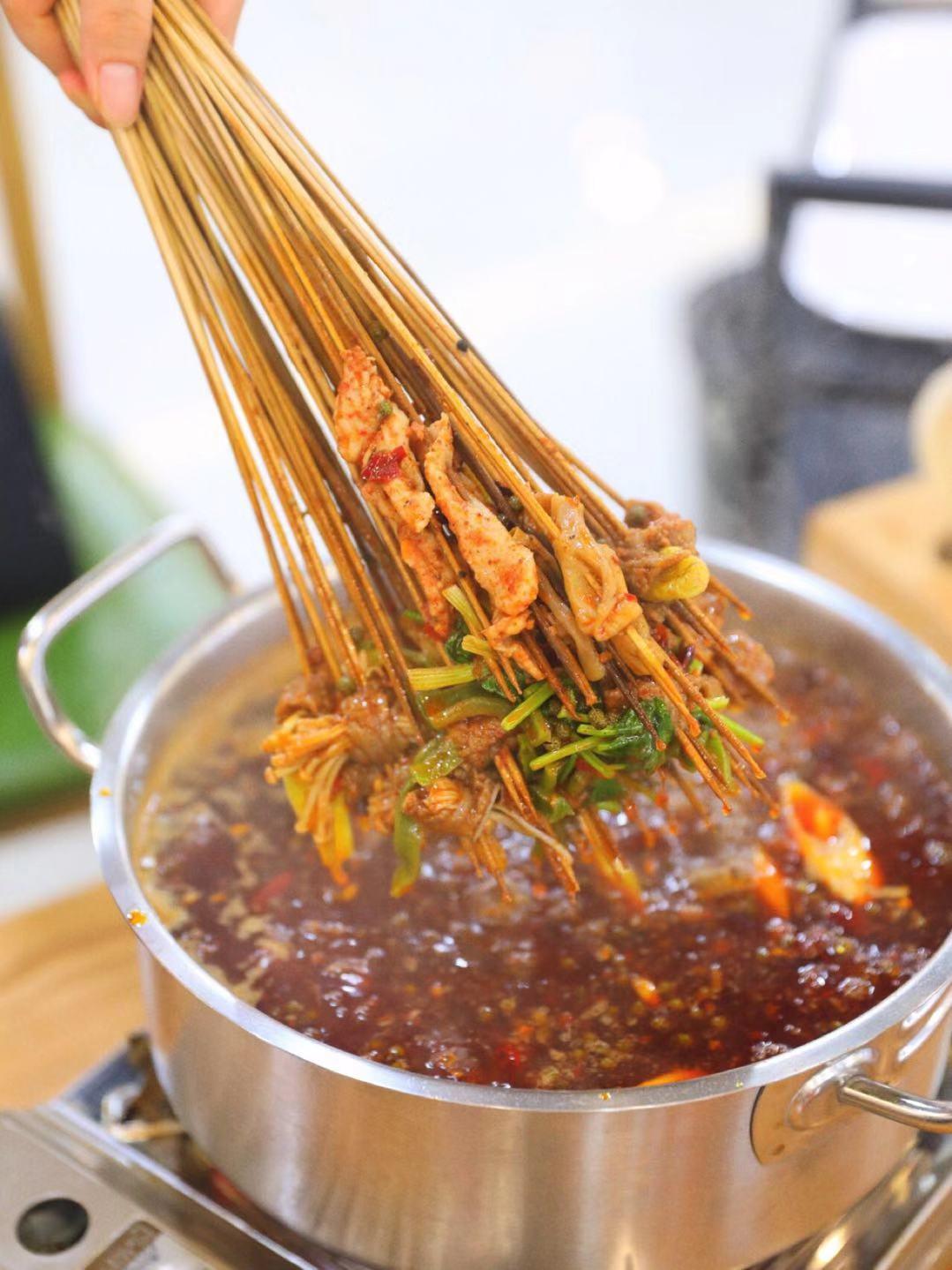 巴小厨火锅串串底料辣吗