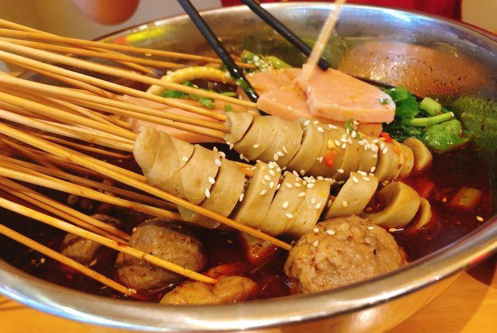 冷锅串串和麻辣拌有什么区别