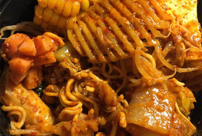 冷锅串串和麻辣拌有什么区别B.jpg
