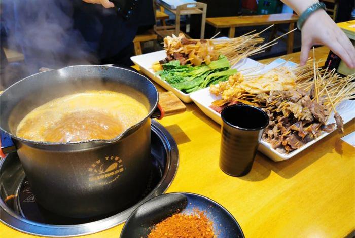至臻牛炖串串香可以喝汤的串串