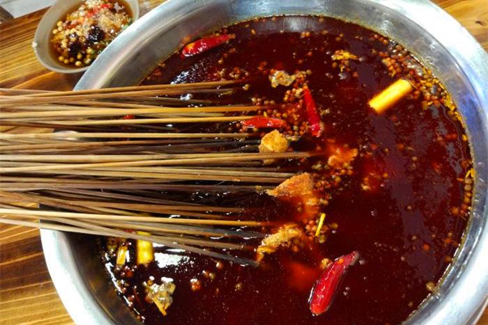 串串香好吃还是麻辣烫好吃B.jpg